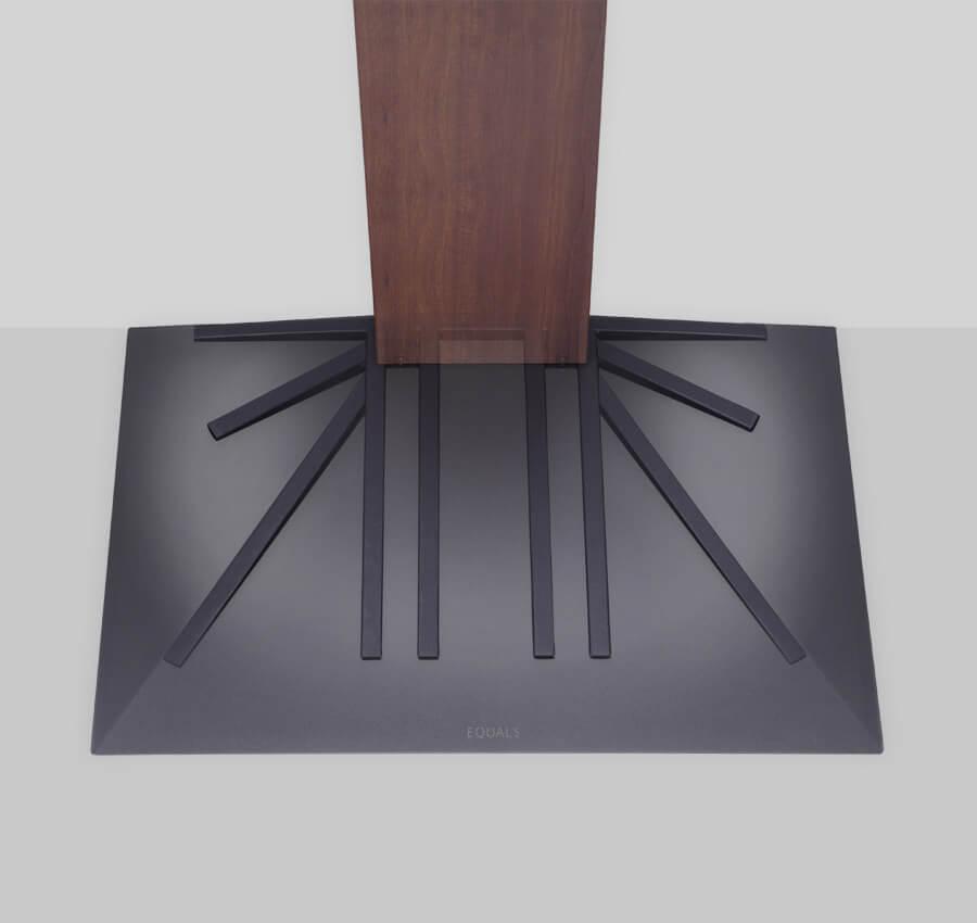 3Dベースの薄さと堅牢さを支える放射線状特殊構造