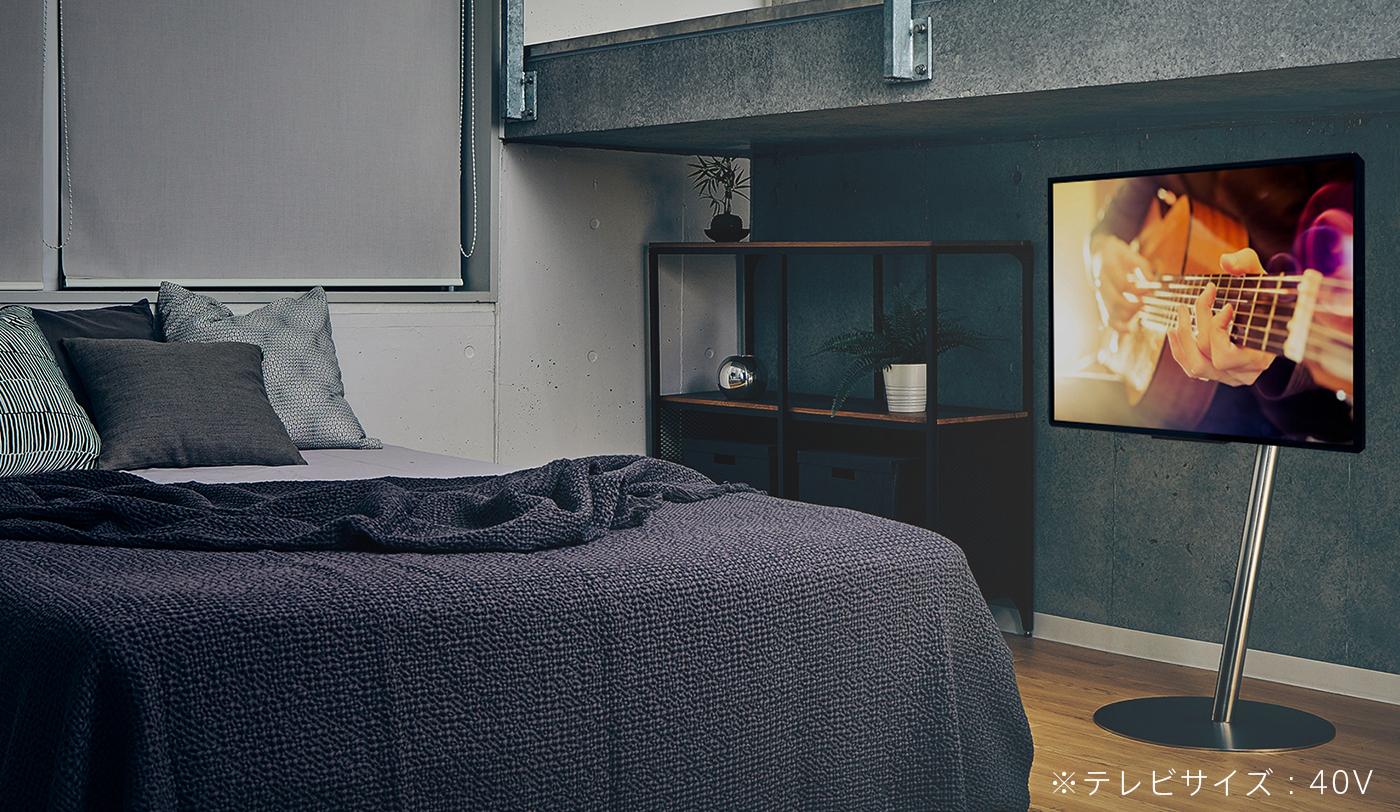 シルバーを寝室ベッド横でanataIROを使っている画像